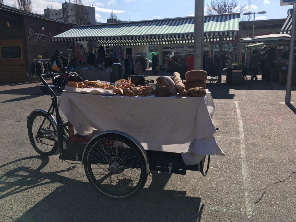 Marktstand am Vorgartenmarkt